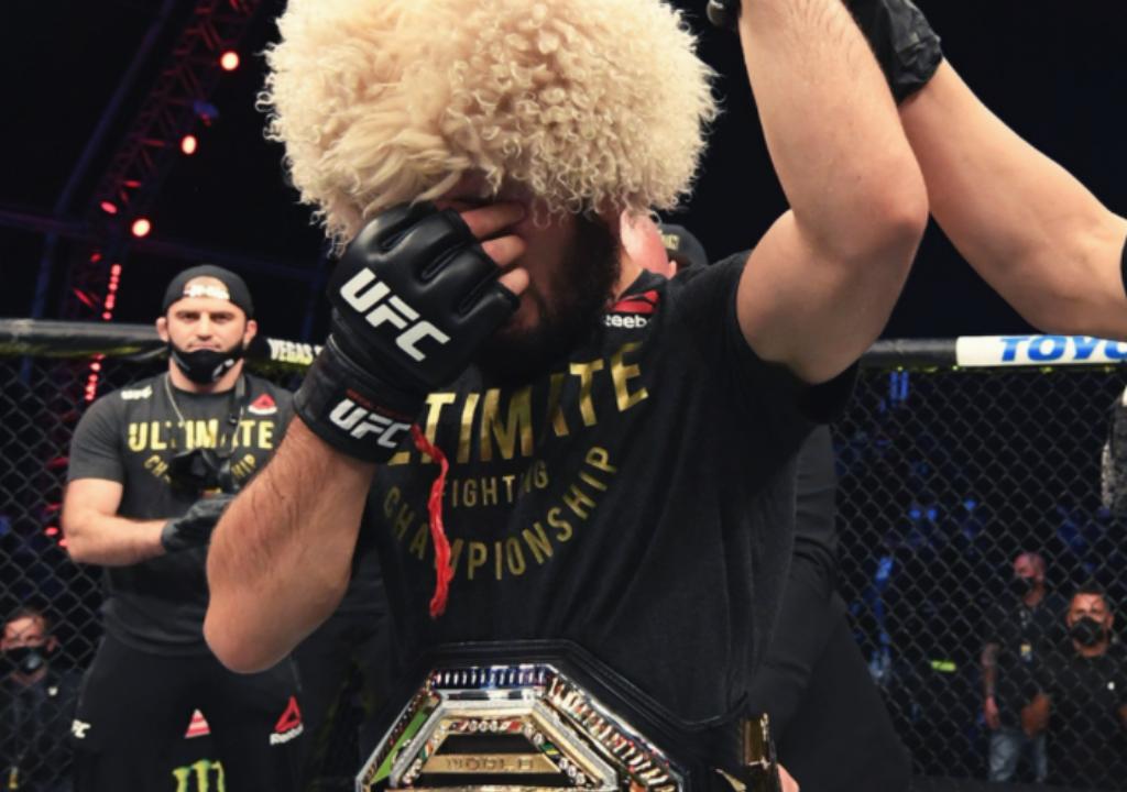 Хабиб одолел Гэтжи в бою за титул чемпиона UFC в легком весе.